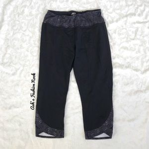 💠Just in💠 Maurices-Gray and Black Capri Leggings